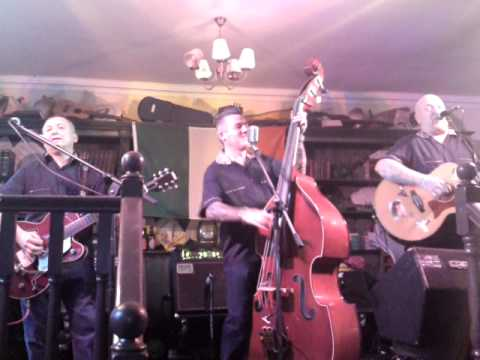 the troubleshooters  - betty betty @ t j doyles, sunderland 1-08-10.MP4
