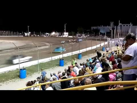 Minnie stocks feature race at Genesee Speedway on 7/30/16