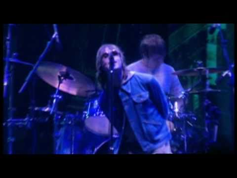 Oasis Champagne Supernova (Live at Wembley 2000) - YouTube