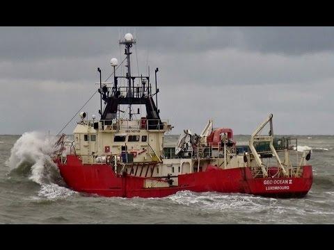 GEO OCEAN II naar zee scheveningen 27-4-2016