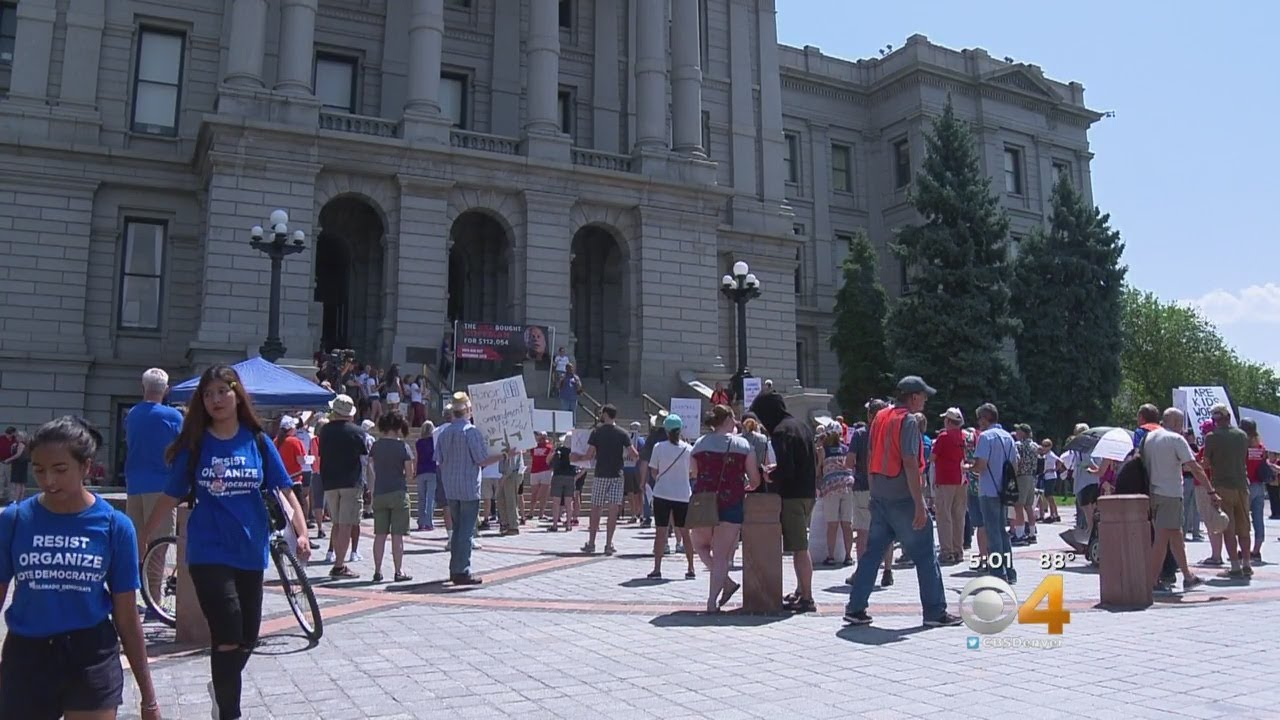 protesters-take-time-to-listen-to-each-others-points-on-gun-control
