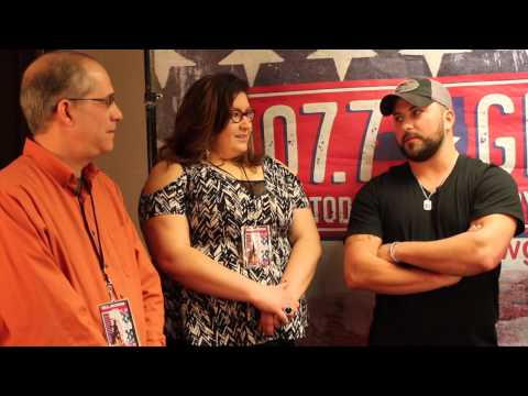 Tyler Farr Shares His Favorite Pick Up Line With Sean, Richie and Bethany
