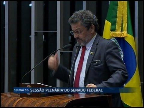 Paulo Rocha critica Temer por rever decisões tomadas por Dilma pouco antes de ser afastada