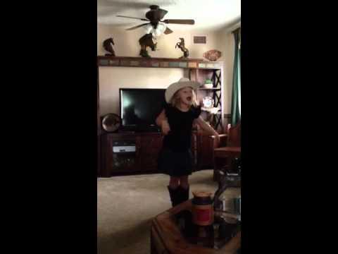 Olivia Ranspot sings