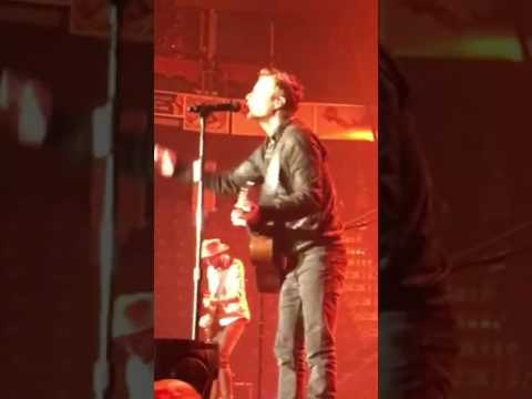 Dierks Bentley Brings Young Fan on Stage to Sing