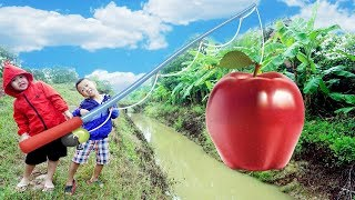 Kids Go To School   Play Game Fishing Giant Apple  w/ Kids Song Childrens