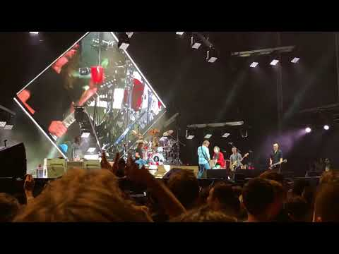 Foo Fighters & Rivers Cuomo (Weezer) - Detroit Rock City (Kiss Cover) [Live - Melbourne]