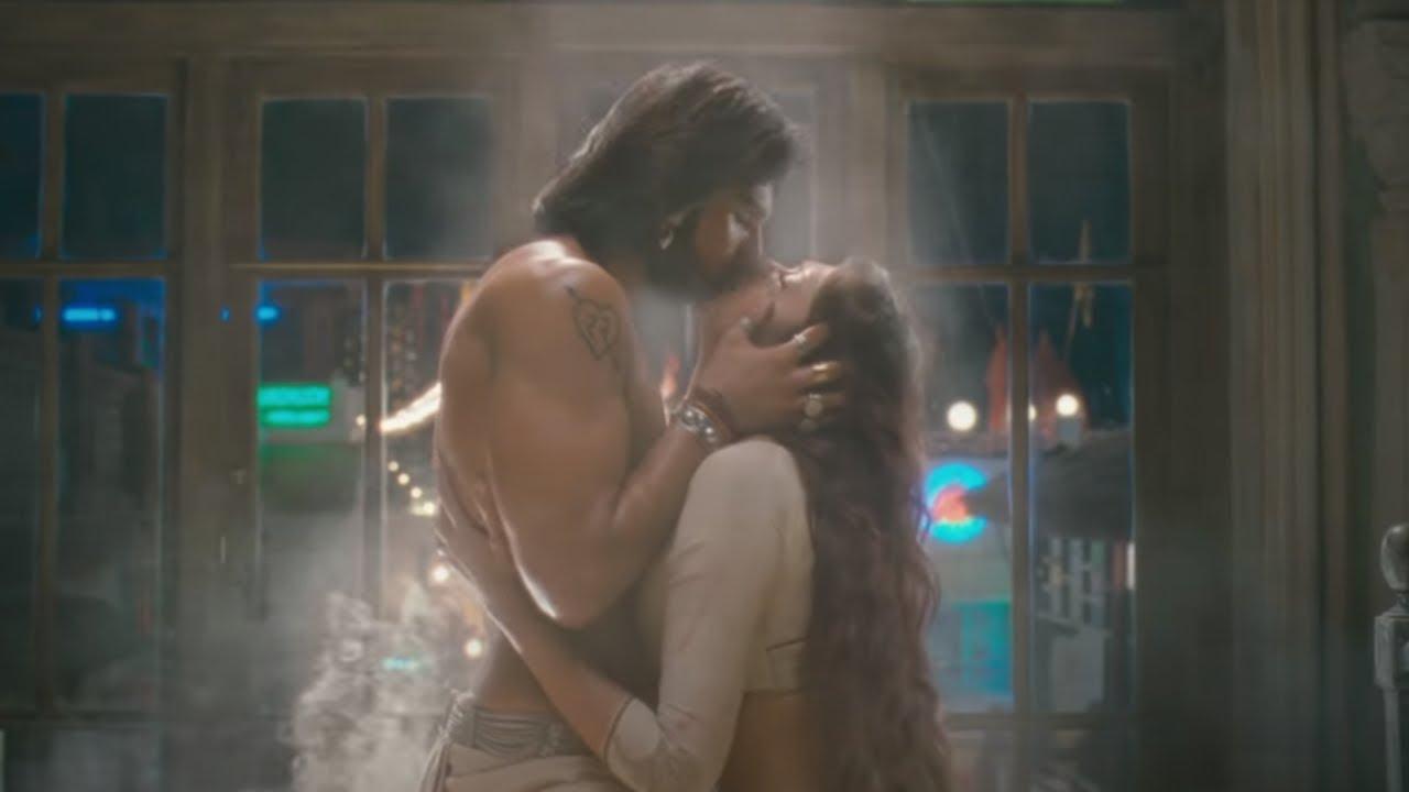 Download Most Romantic Kissing Scene Compilation   Ram-Leela, 3G, Aligarh