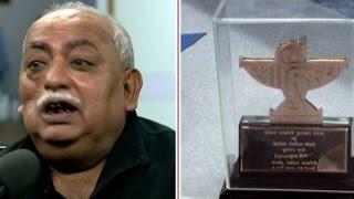 watch munawwar rana return sahitya akademi award on abp news live debate स ह त यक रvsसरक र