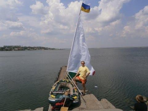 Установка на надувной лодке «латинского» грота позволяет быстро переходить от движения под парусом (при попутном или боковом ветре) к гребле.