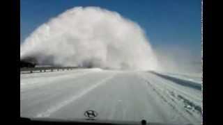 Уборка снега на дорогах по украински(16 марта в районе Броды вот так работают дорожные службы., 2013-03-17T18:08:10.000Z)