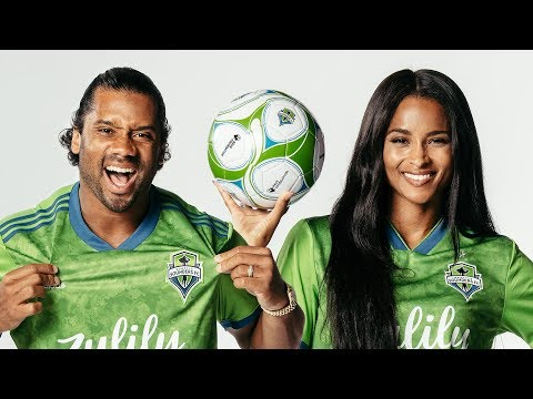 Stichiz - Russell Wilson & Ciara Make A Power Move