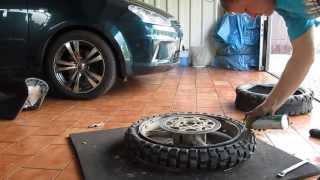 Způsob jak přezout pneumatiku na motorce