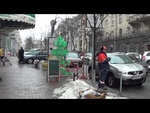 УКРАИНА, Киев: Заторы Машин на Пушкинской, 200 метров от ЕвроМайдана