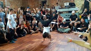 B-Girl Carla - Breakin battle