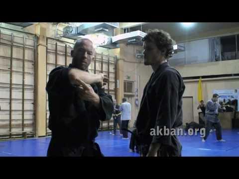 How to do Oni kudaki, shoulder keylock, in sparring - Ninjutsu technique for Akban-wiki