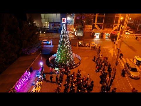 Caja Arequipa Enciende árbol De Navidad En Juliaca