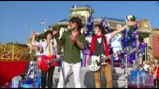 Jonas Brothers - Girl Of My Dreams Walt Disney World Christmas Day Parade HDTV Super Clear!!!