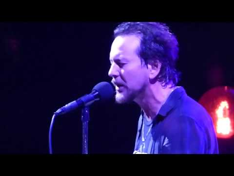 Pearl Jam - Throw Your Arms Around Me - Wrigley Field (August 22, 2016)