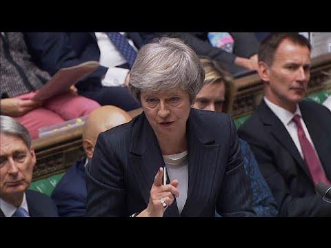 Theresa May atacada de todos os lados continua a defender o seu acordo do Brexit