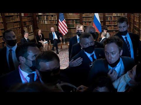 شاهد: صياح وتدافع وفوضى أثناء تغطية الإعلاميين لاجتماع بايدن وبوتين…  - نشر قبل 29 دقيقة
