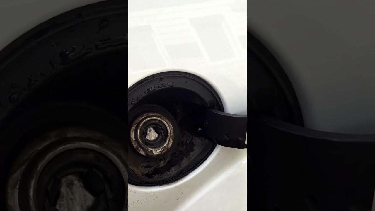 снятие лючка бензобака форд фокус 3