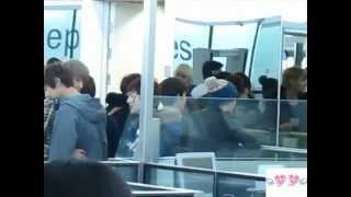 [FANCAM] 121201 Hong Kong Airport- Chanyeol Sehun
