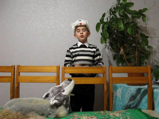 Изображение предпросмотра прочтения – ДаниилРумянцев читает произведение «Волк и Кот» И.А.Крылова