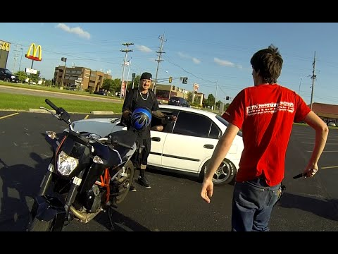 Stolen Motorcycle Chase KTM690 Duke VS WR450 supermoto. Stops after he cant shake the supermoto