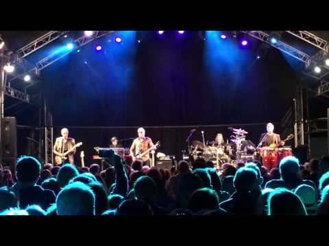 10CC I'm Mandy Fly Me, Pub In The Park Marlow May 2017
