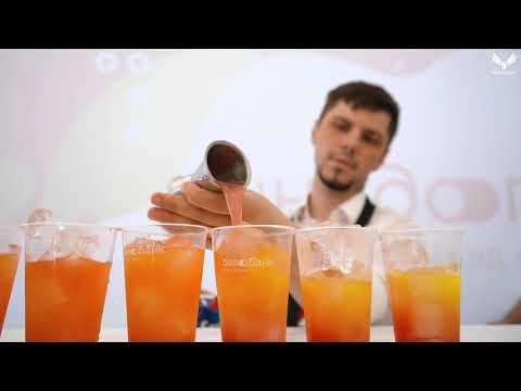 """Выездной бар Лига Шоу в """"Start Up Village"""" 4 бармана, более 4 000 коктейлей."""