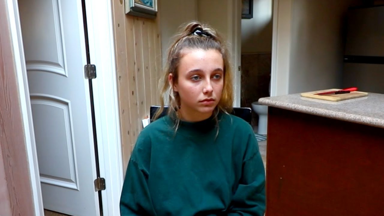 d88ef9c2341e reacting to hate comments. emma chamberlain
