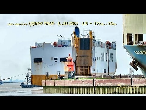 car carrier Grande Italia IMO 9227912 departure with Tugs Emden Germany mit Schleppern