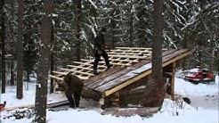 Time lapse laavun katon rakentamisesta