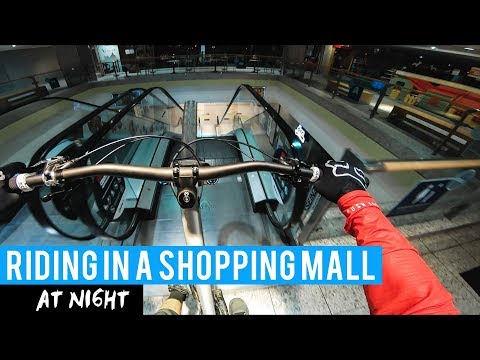 BREAKING Into A SHOPPING CENTER At Night!