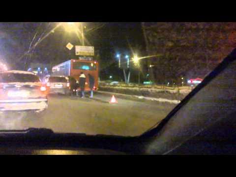 Видео с места аварии на Октябрьском проспекте 9 февраля 2016 года