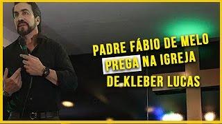 Padre Fábio de Melo na igreja do Kleber lucas