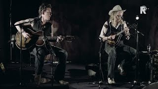 Ian Siegal and Jimbo Mathus Talkin Overseas Pirate Blues Live uit Lloyd