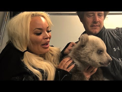 SURPRISING TRISHA WITH BABY GRIZZLY BEARS!!!