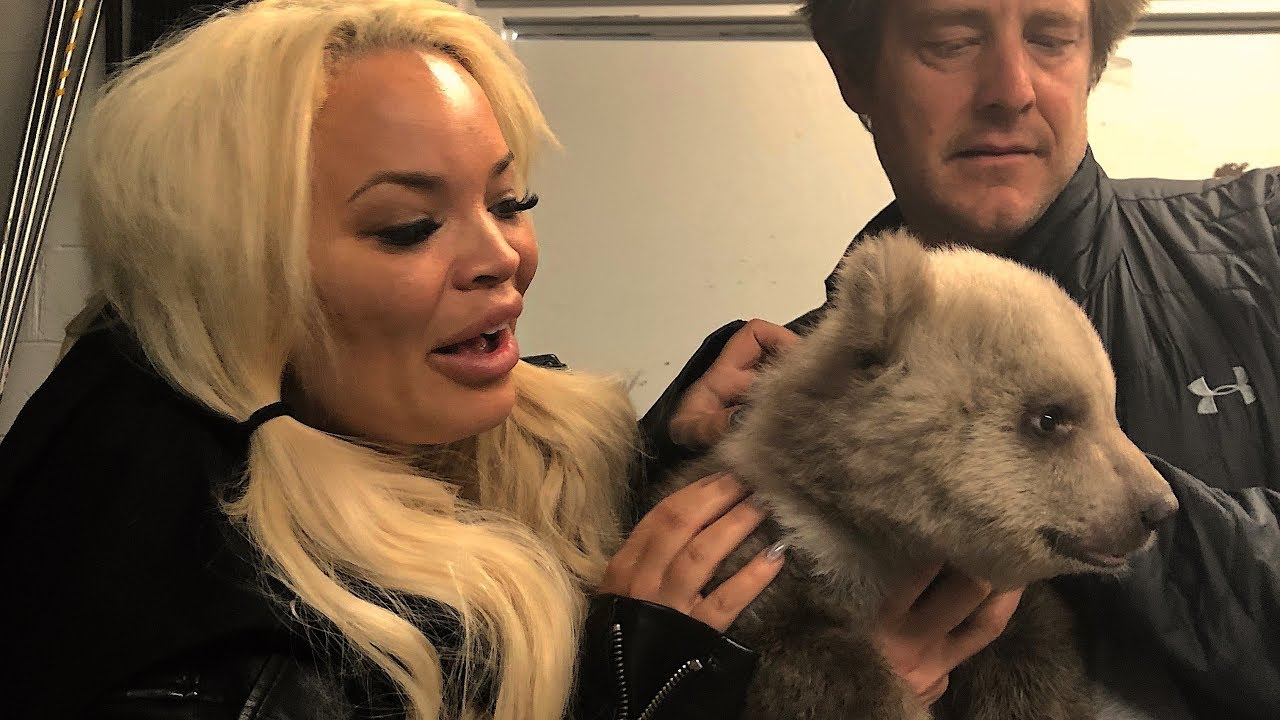 surprising-my-girlfriend-with-baby-grizzly-bears