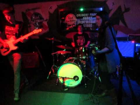 Charley & the Cynics - Sunday (Live at the Crunchy Frog)