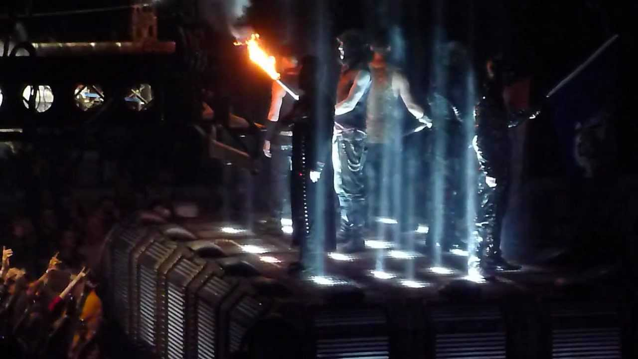 rammstein opening of the show in new york playing sonne youtube. Black Bedroom Furniture Sets. Home Design Ideas