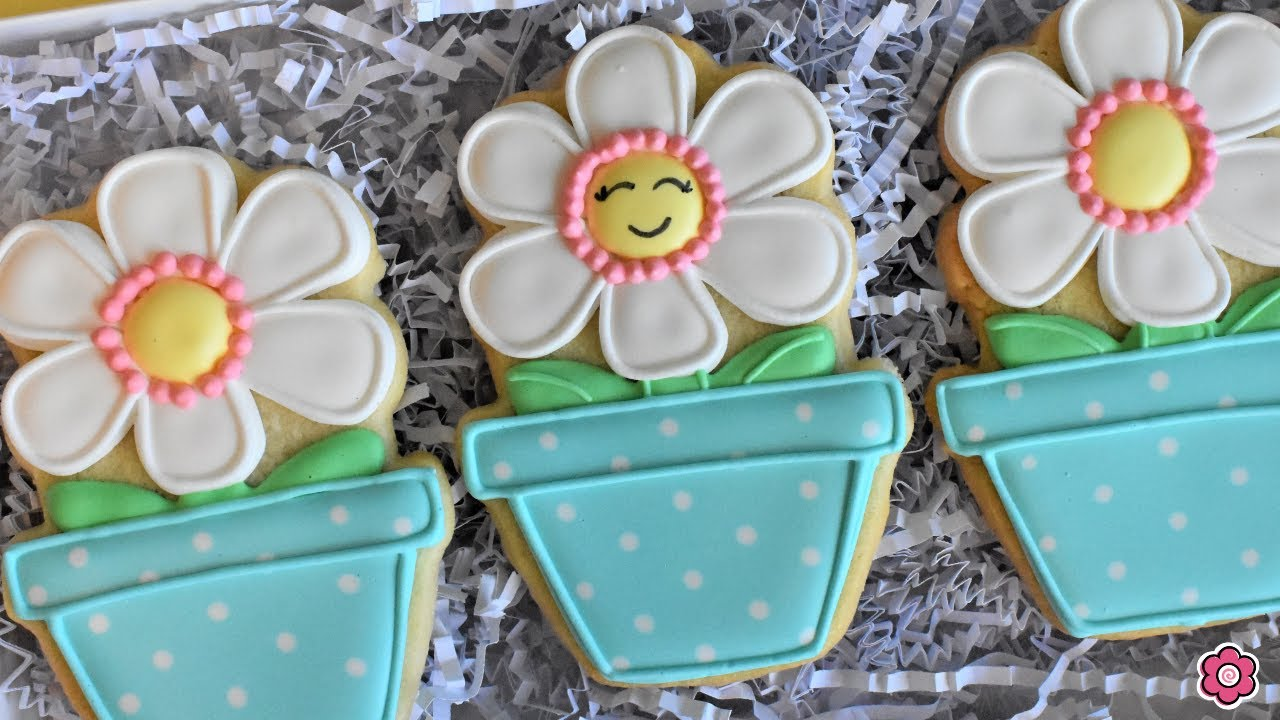 How to Decorate a Happy Daisy Cookie