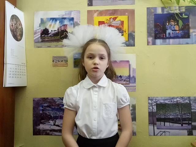 Изображение предпросмотра прочтения – СофьяСмирнова читает произведение «Смотри, как роща зеленеет…» Ф.И.Тютчева