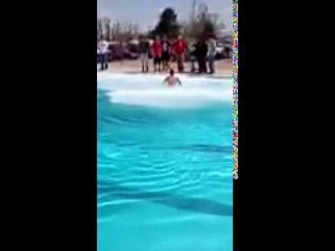 50 Lbs Dry Ice In Swimming Pool Youtube