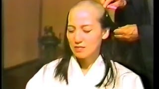 Repeat youtube video 尼僧 剃髪得度式① 日本人女性 Japanese nun headshave