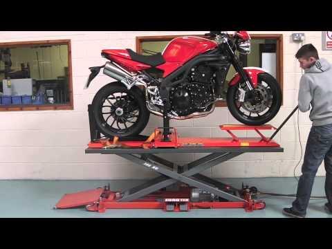 Eazyrizer Pro-Tech. Motorcycle Service Bay