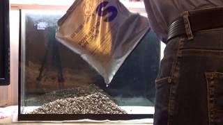 Запуск аквариума 35 литров. Часть 3.  Установка аквариума.  Укладка грунта(КАНАЛ аквариумиста http://www.youtube.com/user/YoursAquaLife Мы ВКОНТАКТЕ http://vk.com/yoursaqualife Продолжаем запуск аквариума. В этом..., 2014-12-09T05:27:08.000Z)
