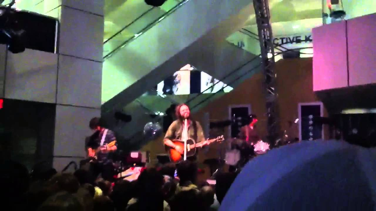father-john-misty-live-at-the-rock-n-roll-hall-of-fame-mackenzie-doherty