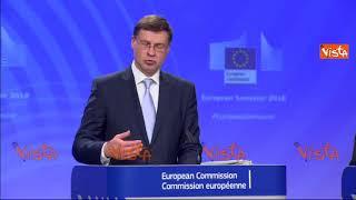 """La Commissione Europea: """"L'Italia continui a ridurre il suo debito"""""""